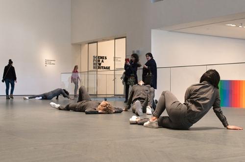 Живая инсталляция Марии Хассаби в МоМА