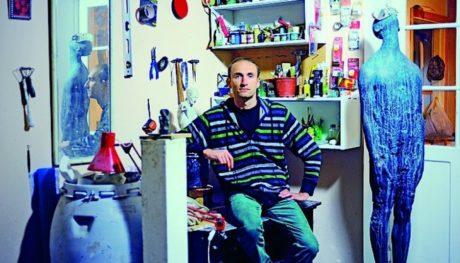 Украинский скульптор Назар Билык рассказывает о том, что значит продажа работ для художника, а также объясняет, почему все скульпторы так убедительно серьезны